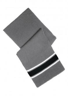 Šalle pelēkās un melnās krāsas kombinācija