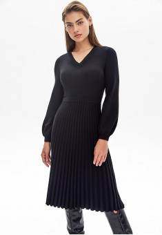 Вязаное платье цвет черный